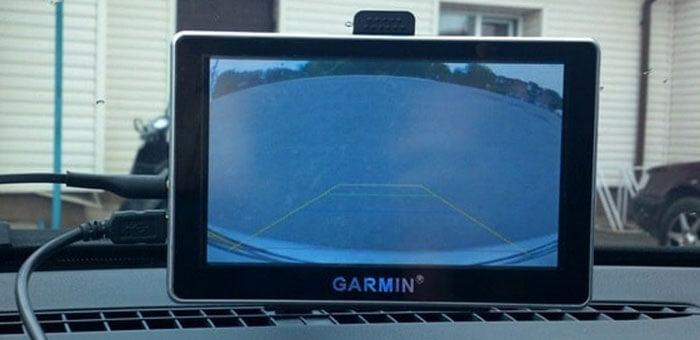 5-navigator-s-podklyuchennoj-kameroj-zadnego-vida.jpg